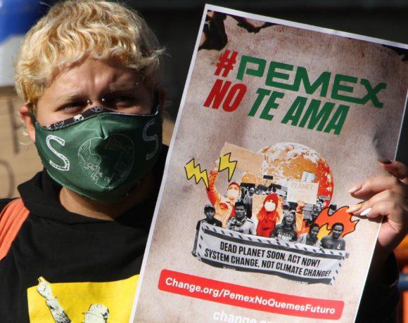Jóvenes se manifestaron a las afueras de Palacio Nacional, para exigir más acciones ante el cambio climático.